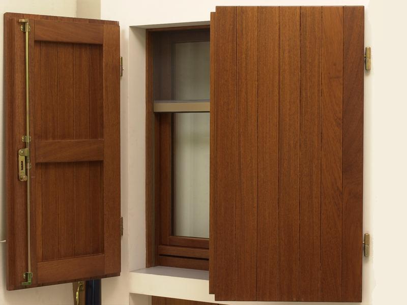 produzione-montaggio-persiane-scuroni-legno-forli-cesena